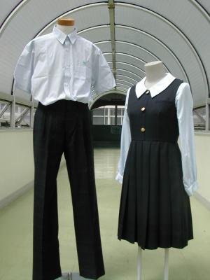 本校の制服